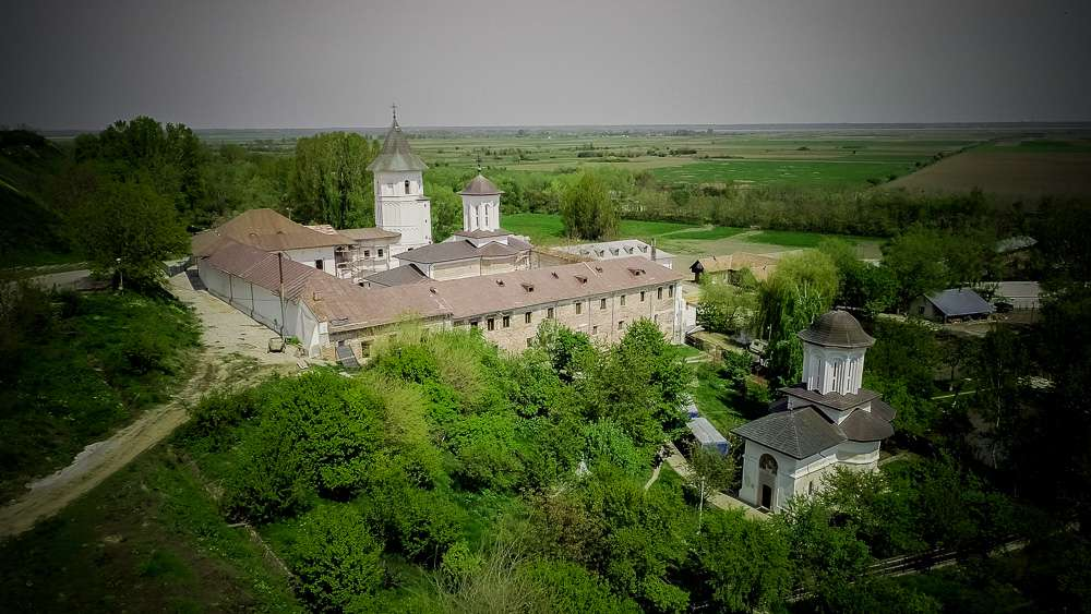 manastir-brankoveni-romania1