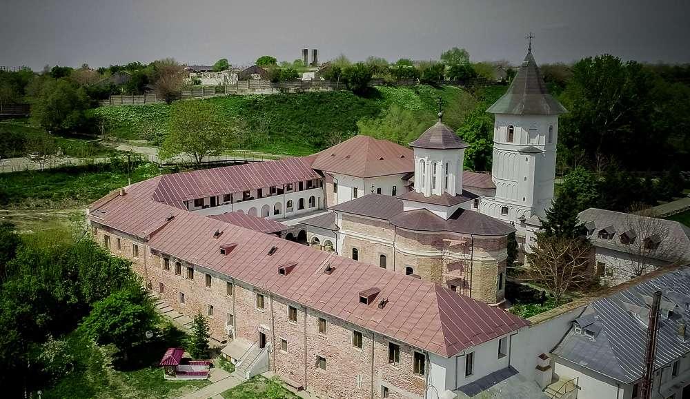 manastir-brankoveni-romania2