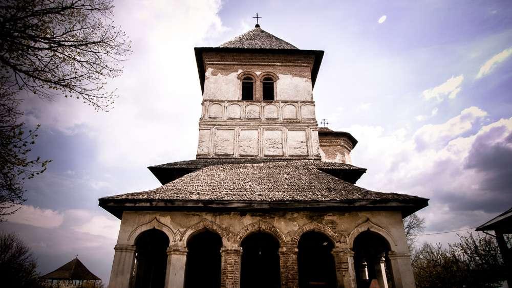 manastir-strehaia-romania8
