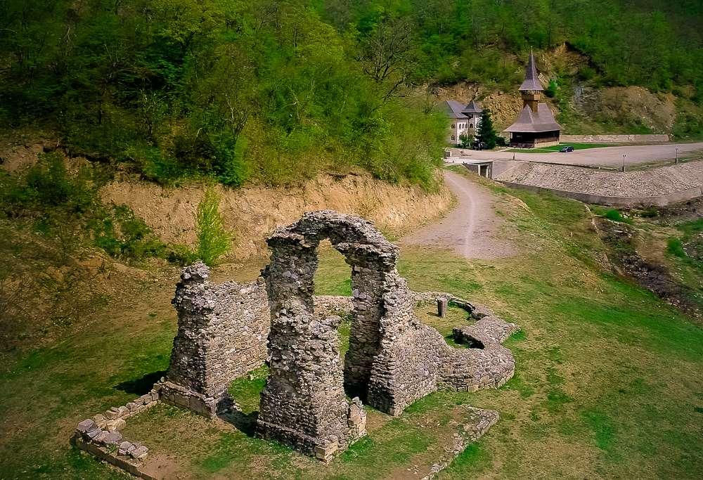 manastir-voditsa-romania2