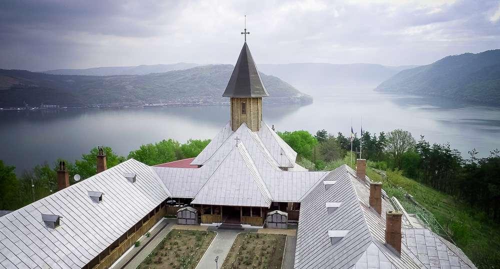 manastiri-1-of-8
